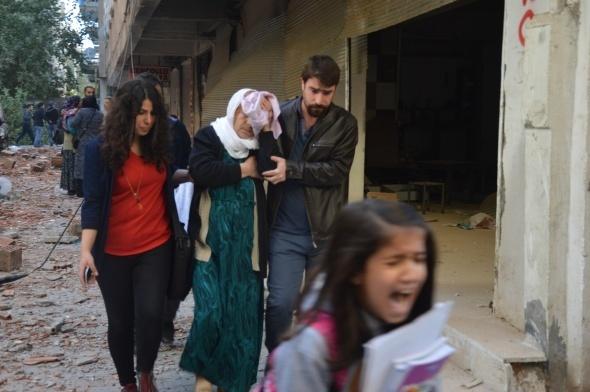 Diyarbakır'ın Bağlar ilçesinde Terörle Mücadele ve Çevik Kuvvet Şube Müdürlüğü'nün içerisinde bulunduğu eski emniyet müdürlüğü binasına bomba yüklü araçla saldırı düzenlendi. Patlamanın ardından güvenlik güçleri ile teröristler arasında çatışma çıktı. İlk bilgilere göre, 2 kişi öldü, 50'in üzerinde kişi yaralandı.