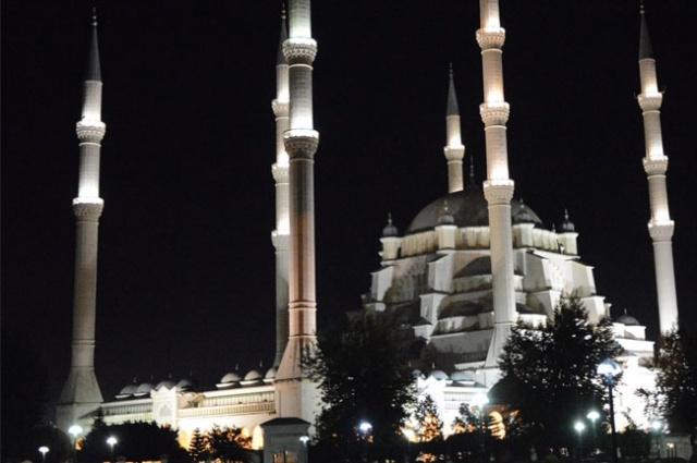 Onbir ayın sultanı olan Ramazan ayı bu gece kılınan ilk teravih namazıyla başladı.