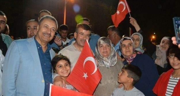 Milletvekili Cevher'den demokrasi nöbetine destek