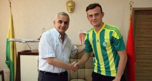 Şanlıurfaspor Dinamo Bükreşli futbolcuyu renklerine bağladı