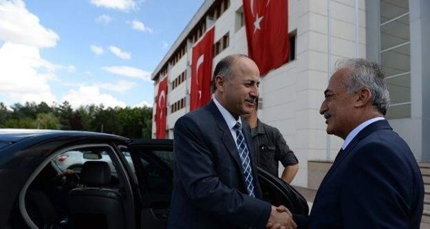 Vali Azizoğlu'ndan Rektör Çomaklı'ya hayırlı olsun ziyareti