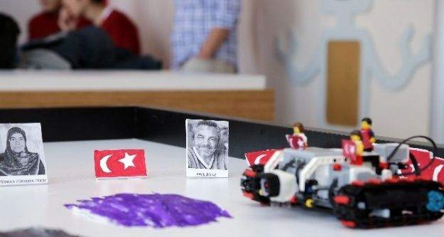 (Özel Haber) 15 Temmuz'dan etkilenen çocuklardan Türk bayrağına duyarlı robot
