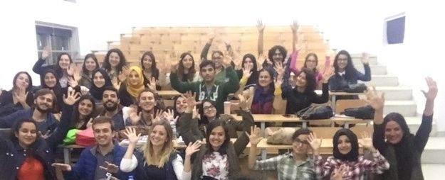 Geleceğin doktorları işaret dili öğreniyor