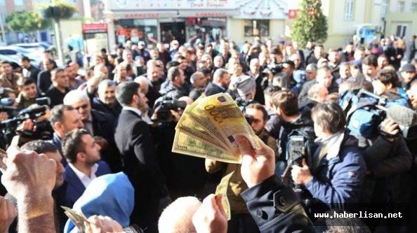 İstanbul#039;da quot;döviz bozdurmaquot; izdihamı yaşandı