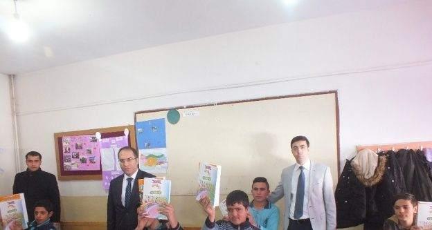Malazgirt Belediyesinden öğrencilere kitap desteği