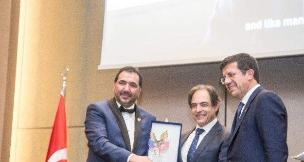 Türk-Amerikan İşadamları Derneği'nden Enrique Jimenez'e ödül