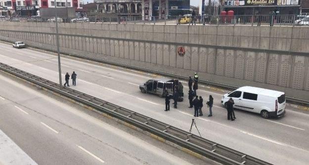 Yol ortasına bırakılan otomobil polisi alarma geçirdi
