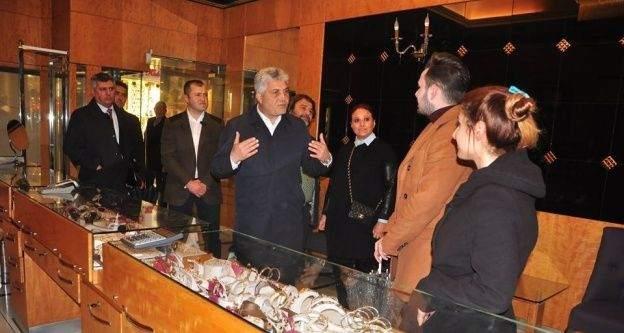 AK Parti Trabzon Milletvekillerini Günnar ve Cora referandum çalışmalarını sürdürdü