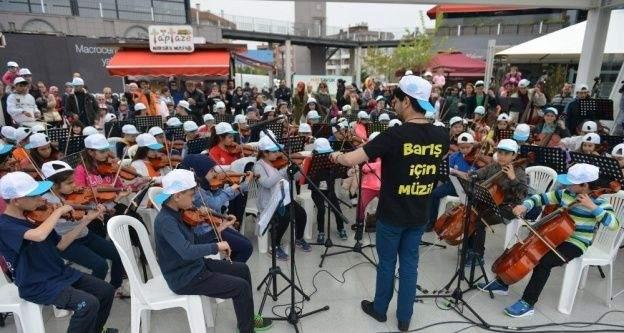 """'Barış İçin Müzik Orkestraları""""ndan muhteşem konser"""