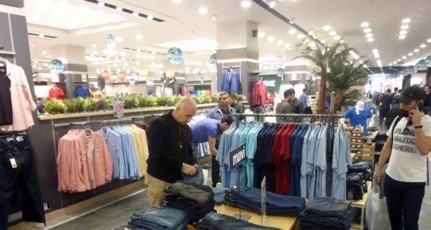Vatandaşlar mağazadaki ucuzluğa akın etti
