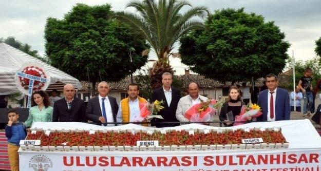 Aydın'da en iyi çilek yetiştiricileri belirlendi