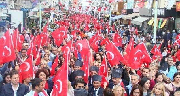 İzmir'in ilçelerini 19 Mayıs coşkusu sardı