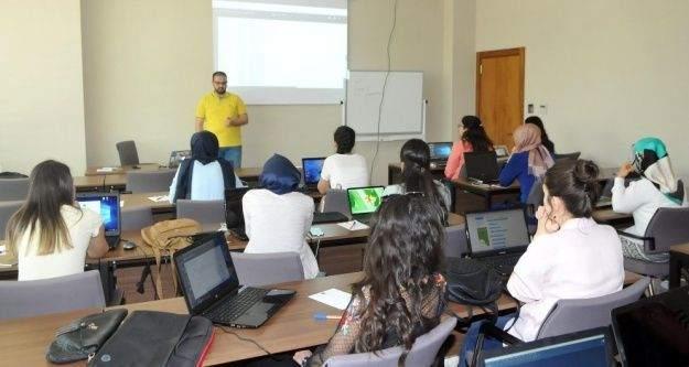 """'Geleceği Yazan Kadınlar Projesi""""nde Eğitimler Başladı"""