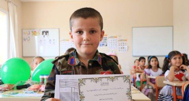 (Özel haber) Savaşın çocukları Adana'da karnelerini aldı