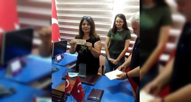 Polis kızı kazandığı ödülü şehit ailelerine bağışladı