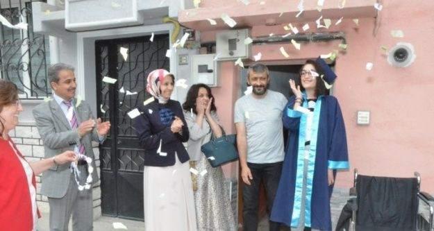 Tedavisi süren öğrenciye anlamlı mezuniyet töreni