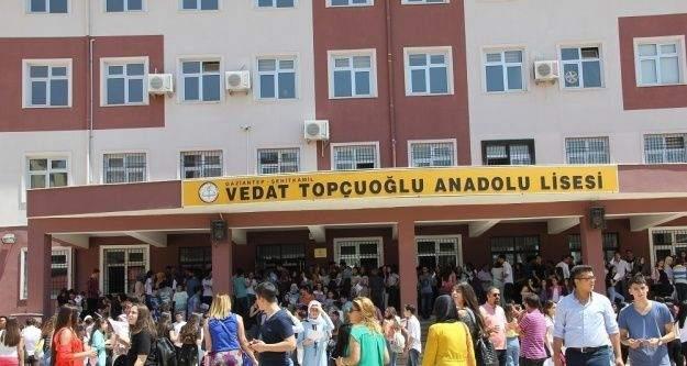 Vedat Topçuoğlu Anadolu Lisesinde karne coşkusu