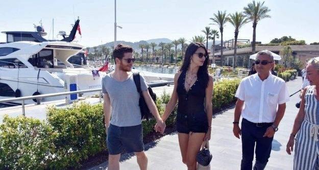 Adriana Lima yazar sevgilisi ile Bodrum'da tatilini sürdürüyor
