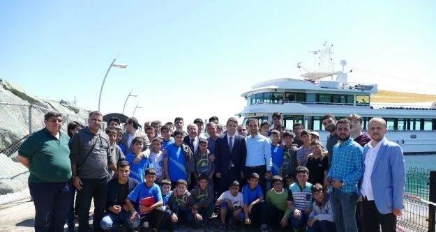 Başkan Gümrükçüoğlu Güneydoğulu öğrencileri ağırladı