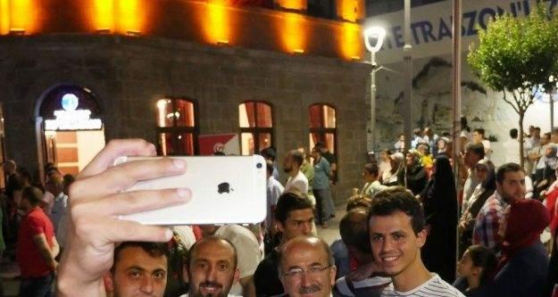 Başkan Gümrükçüoğlu hemşehrilerinin arasında nöbet tuttu