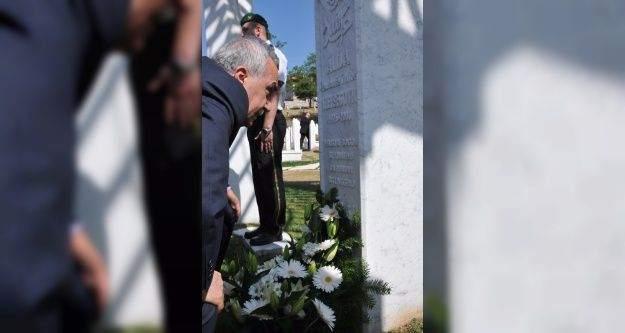 Bakan Fakıbaba, Aliya İzzet Begoviç'in kabrini ziyaret etti