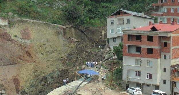 Giresun'da bir inşaatın temelinin kazılması sırasında toprak kayması meydana geldi