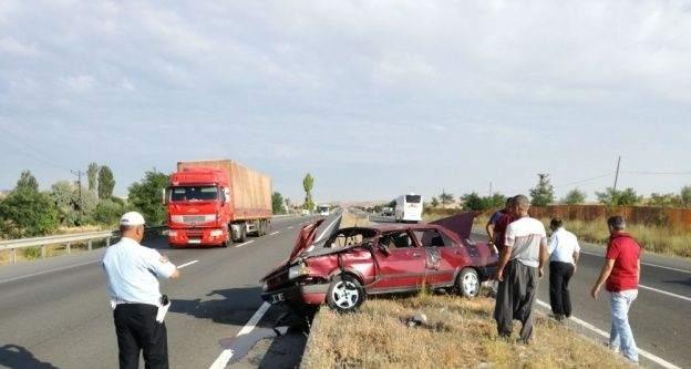 Refüje çarpan otomobil takla attı: 1 yaralı