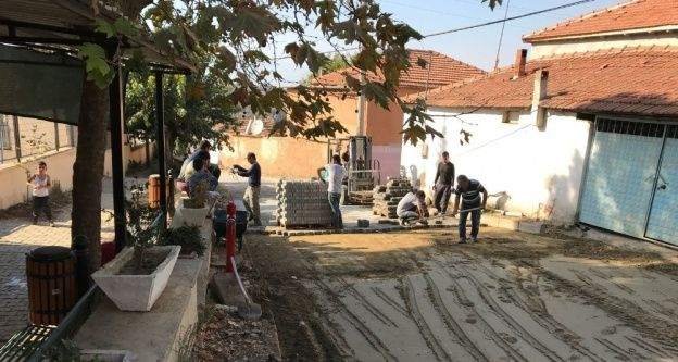 Çepnibektaş Mahallesinde kilit parke çalışmaları başladı