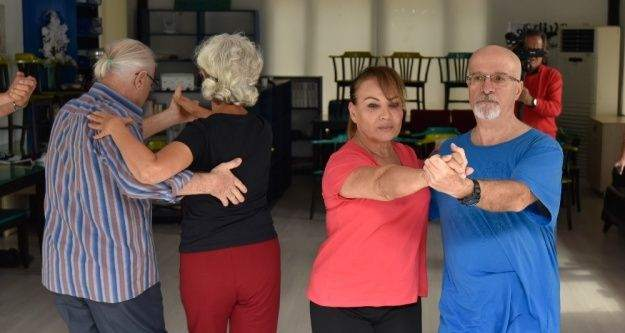 Muratpaşa'nın efsane dansçıları Yetenek Sizsiniz'e katıldı