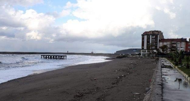 Sahile yapılan bina vatandaşı ikiye böldü
