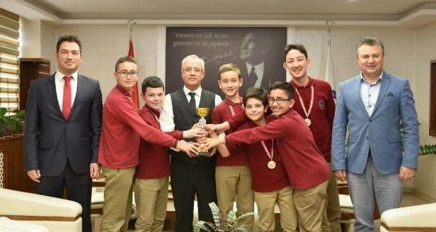 Başkan Kayda, Türkiye birincilerini ödüllendirdi