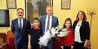Öğrencilerden Vali Gül'e 23 Nisan ziyareti
