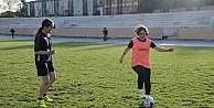 (Özel Haber) İranlı kadın hemşire, futbol yeteneğiyle göz dolduruyor