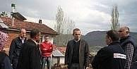 Tosya Kaymakamı Pişkin, evi yanan aileyi ziyaret etti