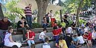 'Sokakta Satranç Var projesi kapsamında Meydan Parkında yüzlerce kişi satranç oynadı