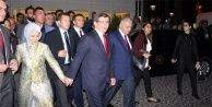 Davutoğlu çifti el ele İzmir turu yaptı